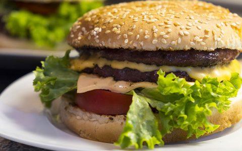 Las grasas saturadas provocan problemas en el intestino